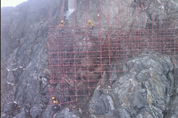 Trabajo en altura, a 4765 msnm, Flanco Norte de Pico Espejo