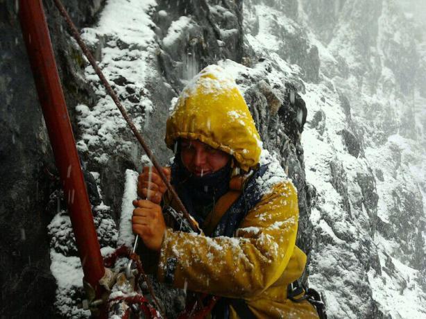 Frío, nieve, lluvia... No hay dudas sobre e DURO trabajo en Pico Espejo
