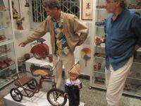 Triciclo y adultos