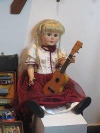 Muñeca y cuatro